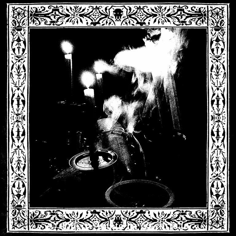 Trono Além Morte – O Olhar Atento de Escuridão Review